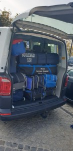 Das Gepäck passt gerade so rein